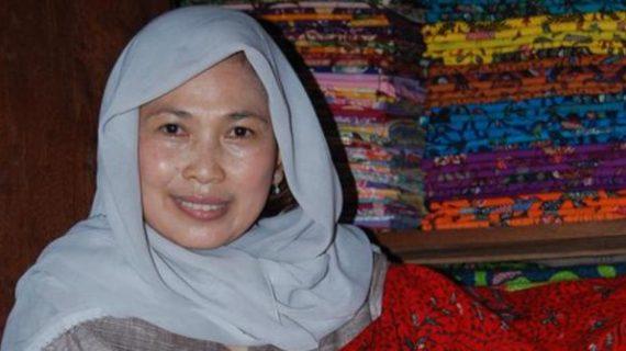 Siti Maimona : Contoh Usaha Sukses Batik Fashion