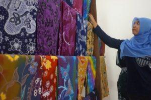 Panduan Membuat dan Memproduksi Pakaian Batik